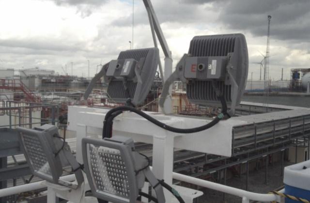 荷兰港口炼油厂防爆照明项目
